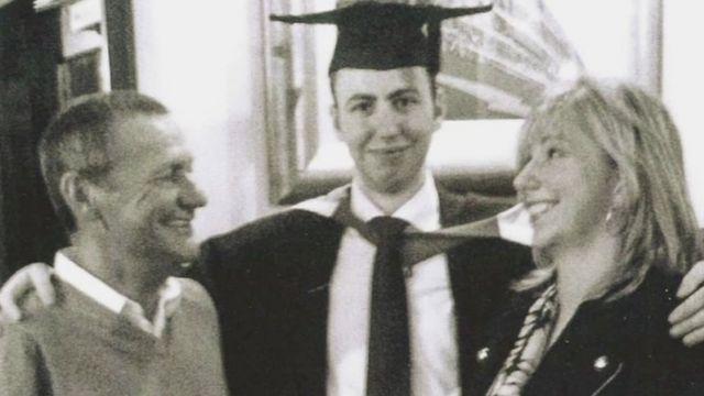 デニス・マーフィーさんの息子が大学を卒業した日は、デニスさんにとって「最も誇らしい日の一つ」だったという