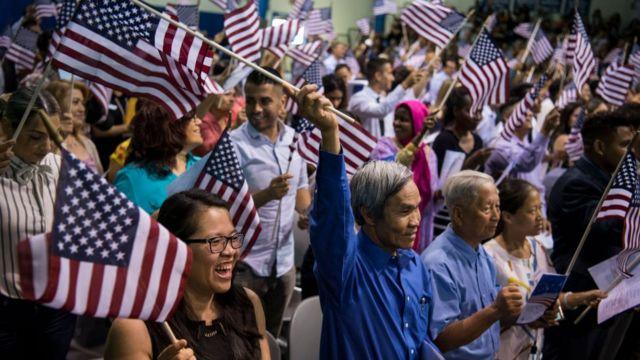 Người Việt vui mừng tại lễ nhập tịch Hoa Kỳ