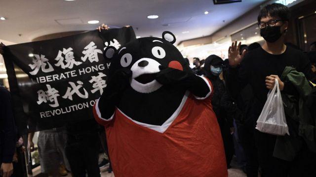 有示威者發起在商場抗議。
