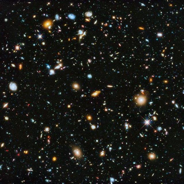 Galaxias con distintos brillos en la foto del Campo Ultra Profundo del Hubble