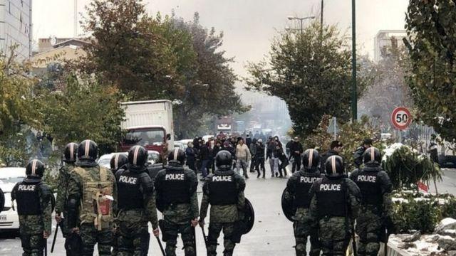 گزارشگر سازمان ملل میگوید در اعتراضات آبان ماه گذشته دستکم ۳۰۴ شهروند از جمله چند کودک و نوجوان کشته شدند