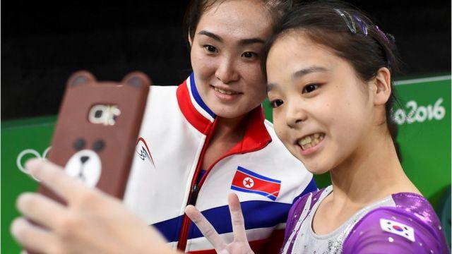 Lee Eun-Ju, da Coreia do Sul, e Hong Un Jong, da Coreia do Norte
