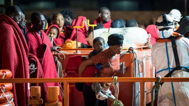 Спасенные в Средиземном море мигранты