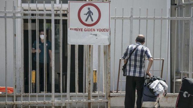 Suriye'ye dönenler, hükümet karşıtı grupların denetimindeki alanlara yerleşiyor.