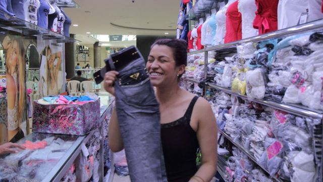 Carolina Castillo muestra un jean