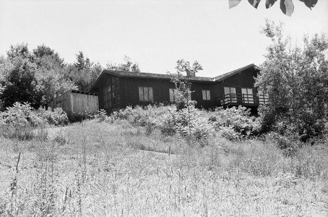 Сделанная в 1987 году фотография дома в городке Корниш в штате Нью-Гэмпшир, где десятилетиями, скрываясь от постороннего взгляда, жил Сэлинджер