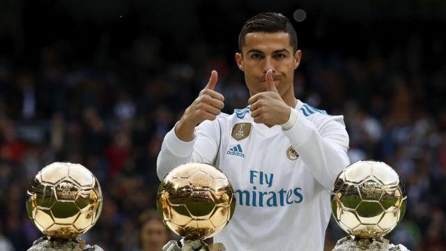 Ronaldo a égalé Messi en remportant son 5ème Ballon d'or.
