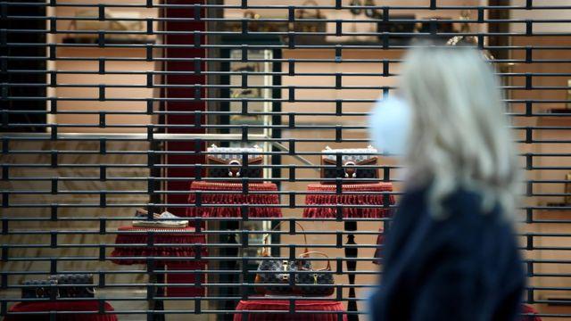 Lockdown in Italy - shopper in Milan