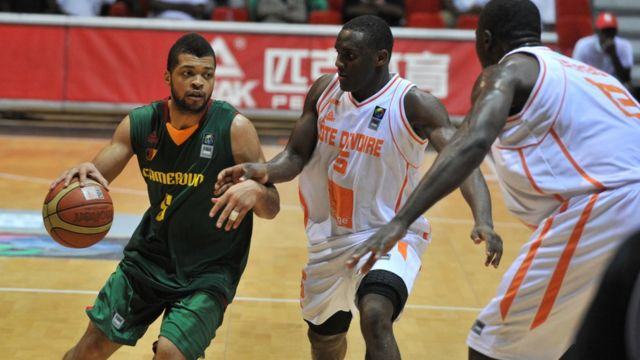 Cameroon and Ivory Coast dey play basketball