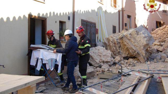 دمار بسبب الزلازل في وسط إيطاليا