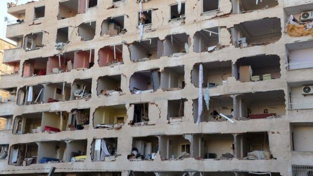 مبنى دمر في تفجير دمر في ديار بكر أنحت السلطات المسؤولية فيه على حزب العمال الكردستاني