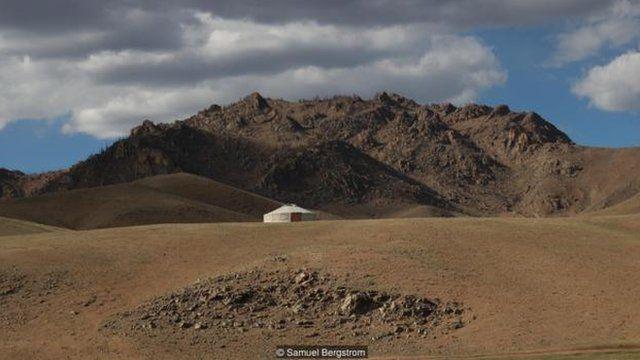 蒙古的面積是英國的七倍多,但是道路卻只有英國的 2%(圖片來源:Samuel Bergstrom)