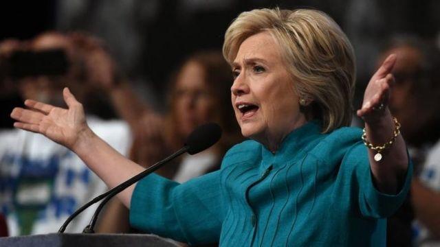 A Hillary Clinton también se la acusa de declaraciones erróneas.