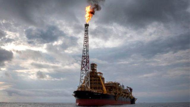 Un barco petrolero en el océano Atlántico.
