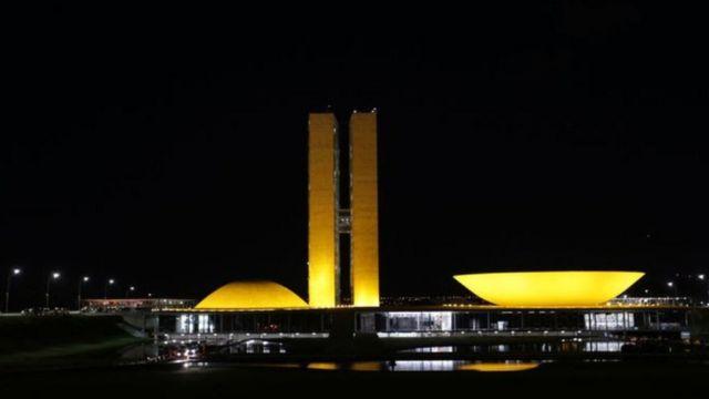 Prédio do Congresso Nacional à noite
