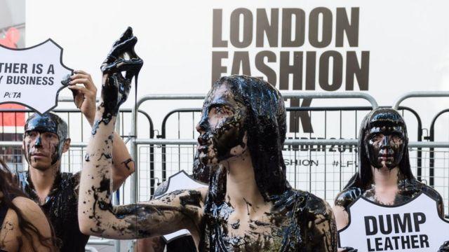 Протесты во время Лондонской недели моды