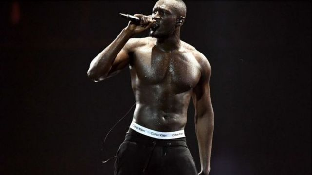 Stormzy dey perform for stage