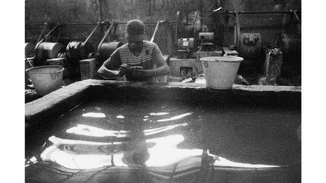 Negocio de refinación artesanal de oro con el detalle del uso de mercurio. Segovia, Antioquia.