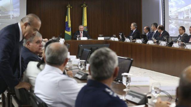Michel Temer coordena a última reunião ministerial de seu governo, no Palácio do Planalto