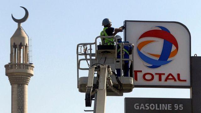 طرحت مصر مناقصات تجارية لتوفير احتياجات البلاد من المواد البترولية خلال الشهر الجاري التي تصل إلى 700 ألف طن من المشتقات