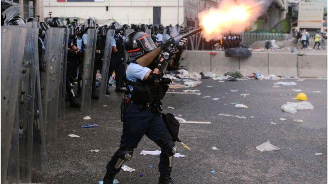 香港警方曾说6月12日的示威是暴动,但后来改口,说没有为当天的示威定性。