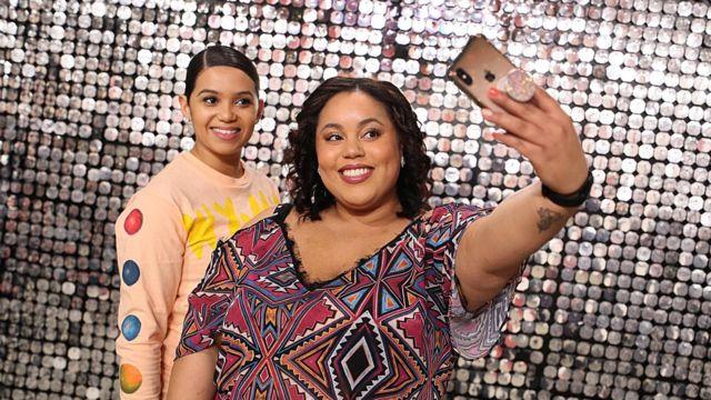 Mulheres tiram selfie