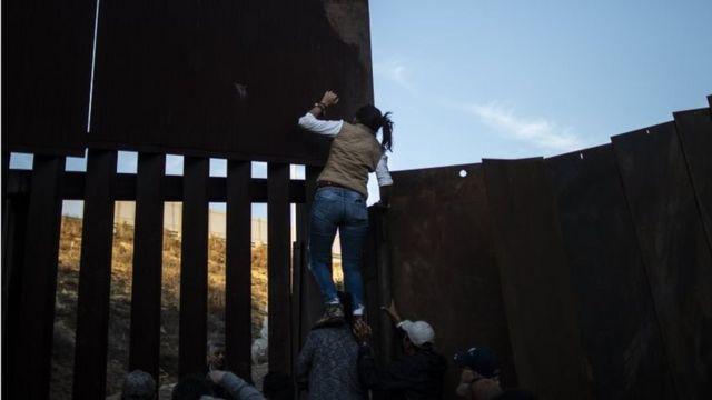 Caravana de migrantes en la frontera con Estados Unidos