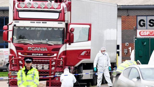 Hiện trường chiếc xe tải nơi phát hiện 39 thi thể