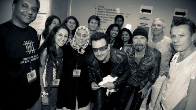 """İrlandalı müzik grubu U2, 1997'de çıkardıkları 'Pop' albümlerinin kapağına Fehmi Tosun'un fotoğrafını taşımış ve """"Fehmi Tosun'u hatırlayın"""" yazmıştı. 2010'da İstanbul verdikleri konserde grup üyeleri, Fehmi Tosun'un eşi ve kızı ile bir araya gelmişti."""
