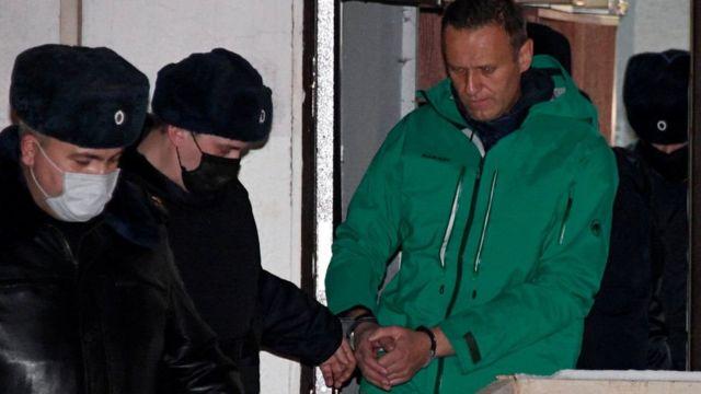 ناوالنی فعلا در بازداشت است