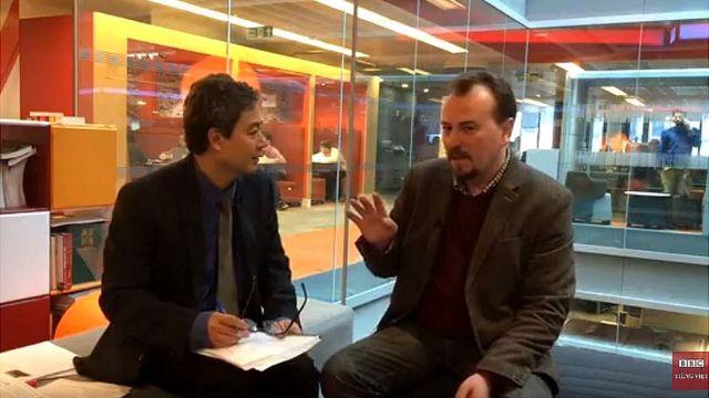 Nhà báo Yuri Vendik (phải)
