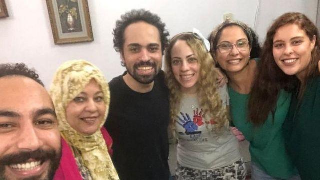 أسرة شادي أبوزيد نشرت صورة له بعد خروجه من السجن يوم السبت