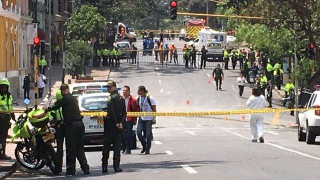 La policía acordonó la zona afectada por la explosión en Bogotá.