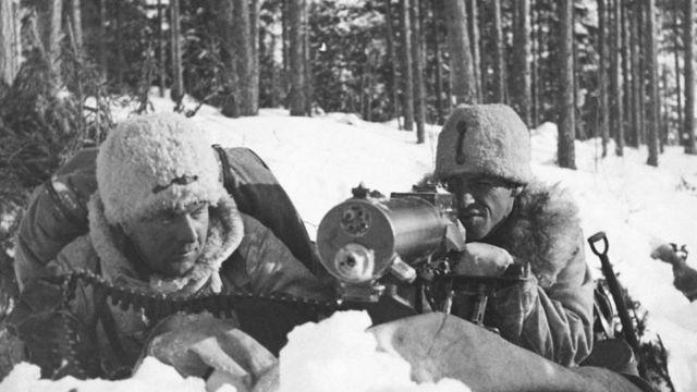 Шведские добровольцы-пулеметчики в ожидании наступления советских войск