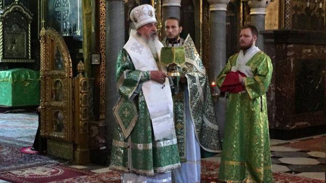 Митрополит Білгородський і Обоянський Іоасаф (зліва)