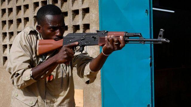 Des soldats du Burkina Faso participent à une formation le 13 avril 2018