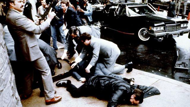 El intento de asesinato al expresidente Ronald Reagan ocurrió en 1981 en el centro de Washington.