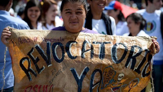Protesta a favor del referendo revocatorio en Venezuela.