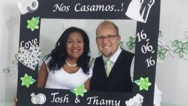 Holt y Caleño en su casamiento.