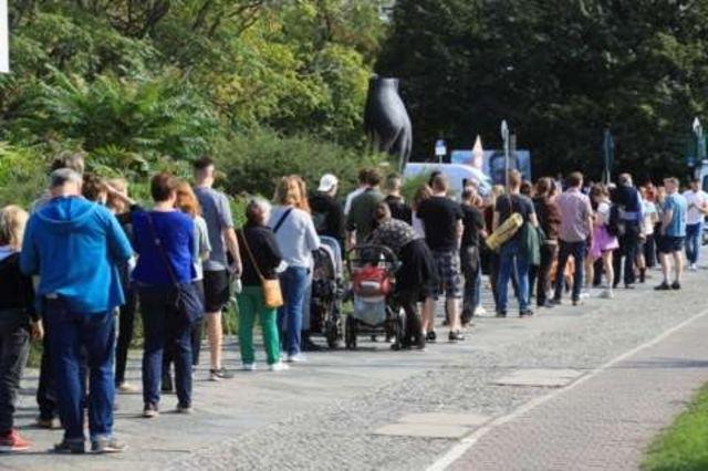 صف های رای گیری در مرکز اخذ آرا در برلین
