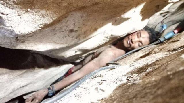 Sum Bora atrapado en una cueva.