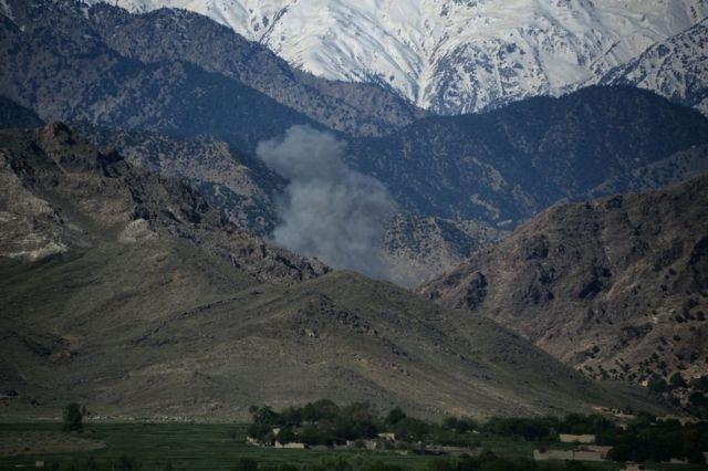 ورځپاڼه زیاتوي، افغان چارواکو ورته ویلي چې امریکايي چارواکو اجازه ورکړې د هغې سیمې یوه برخه وویني، چېرته چې تر ټولو لوی (نااتومي بم) کارول شوی.