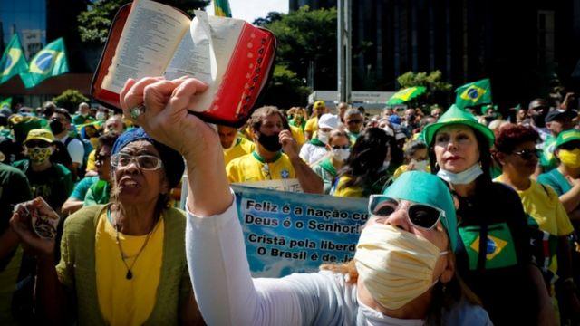 Pessoas durante protesto a favor de Jair Bolsonaro em SP