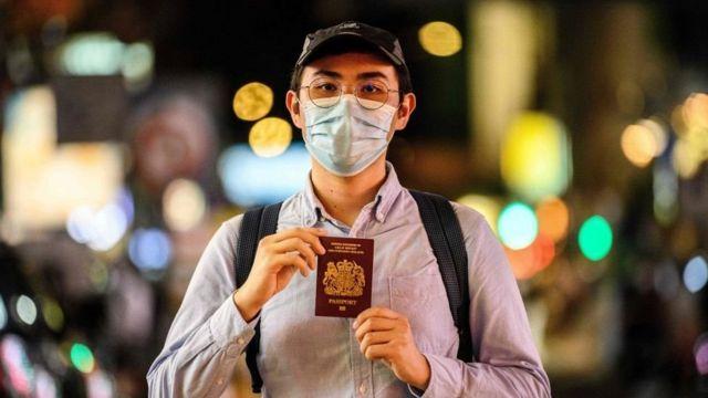 ယူကေအစိုးရက ဟောင်ကောင်သား သုံးသန်းလောက်ကို နိုင်ငံသား ဖြစ်ခွင့်ပေးမယ့်ကိစ္စကို တရုတ်ဘက်က မကျေလည်