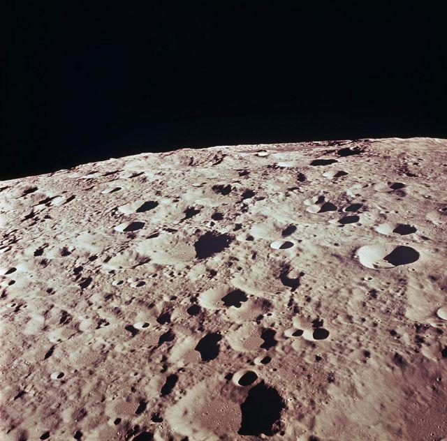 La superficie de la luna de cerca