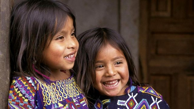 Одеваются в Гватемале ярко - в том числе и дети