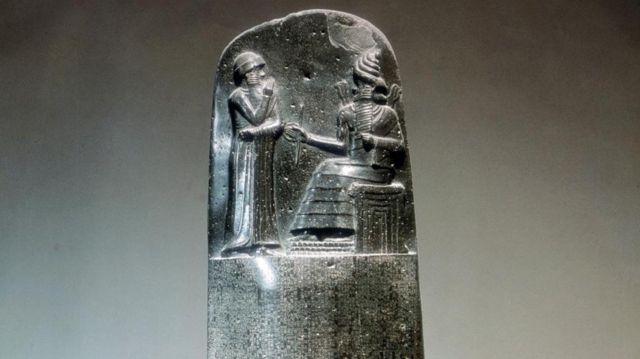 O Código de Hamurabi foi cunhado em uma escultura em pedra