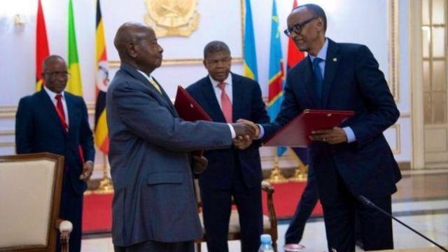 Yoweri Museveni na Paul Kagame wa Rwanda walipoweka MOU ya kumaliza uhasama kati yao
