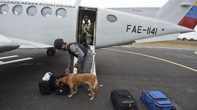 Requisa en un avi[on de la Fuerza Aérea Ecuatoriana