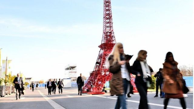 COP21: Ministers in final push for Paris climate deal